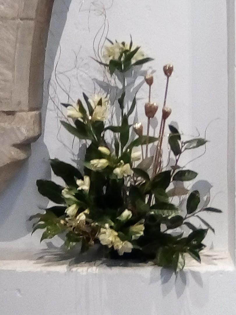 Flower Arrangement in the Niche